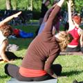 Sommaryoga med Yogaskolan i Museiparken